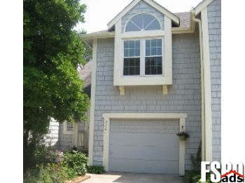 Townhome for Sale in Urbandale, IA 50322